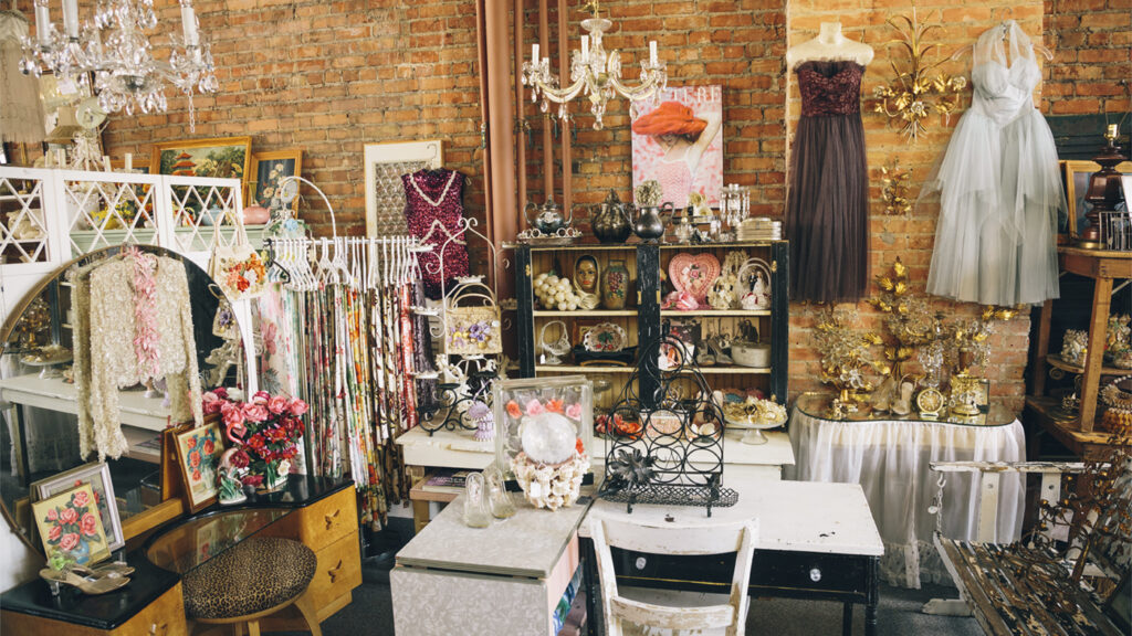 michigan-road-trip-ideas-vintage-gifts-amazing-grace-antiques